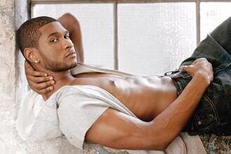 Starul R&B Usher şi-a reangajat mama