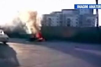 Un scuter şi o motocicletă s-au ciocnit, după care au luat foc