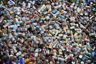 Un bărbat a strâns un milion de € cu ajutorul mașinilor de reciclare a sticlelor