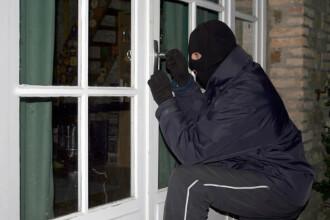 Nu lasati geamurile deschise noaptea. Mai multi bucuresteni s-au trezit cu hotii in casa