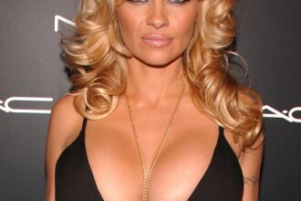 Portret www.protv.ro: Pamela Anderson – sex, rock si casete video