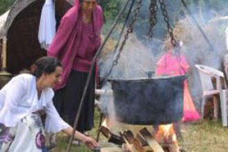 Zeci de amenzi pentru rromii din Sacele care furau curent