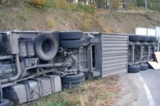 Impact fatal. O cisterna incarcata cu 40 de tone de ciment a izbit o masina