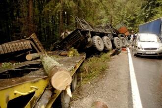 Accident cu repetitie! Un camion al Armatei a omorat un om, pe DN1A!