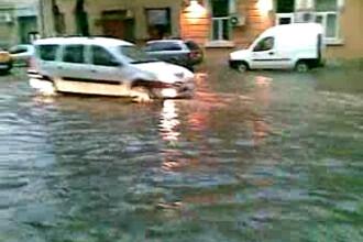 Potop in aproape toata Romania! Ploi, vant si grindina! VEZI VIDEO!