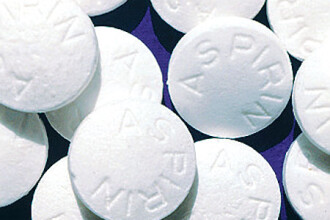 Studiu: Aspirina, paracetamolul si ibuprofenul in forma solubila cresc riscul de atac de cord cu 22%