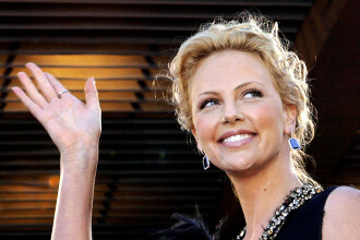 Actrita Charlize Theron a starnit un scandal imens la Hollywood.