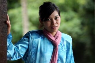 Femeie din Malaezia, biciuita pentru ca a fost prinsa band bere in club