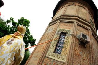 Sute de romani au ales sa sarbatoreasca Invierea Domnului la manastire