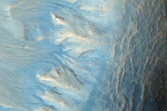 Imagini spectaculoase: vaile si muntii de pe Marte
