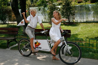 Laura Cosoi si Dana Rogoz s-au distrat pe bicicleta in tandem ProFM