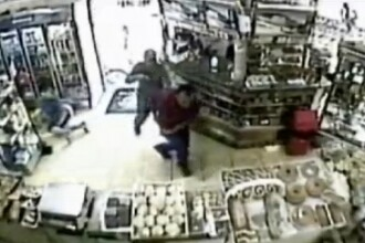 Un politist este IMPUSCAT IN FATA, de doua ori, in timpul unui jaf! Video