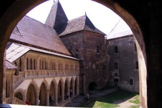 Castelul Corvinilor din judetul Hunedoara va fi bantuit de vrajitoare in seara de Halloween