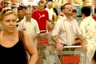 Lupta din supermarket, ep. III: inghesuiala pentru detergent la oferta