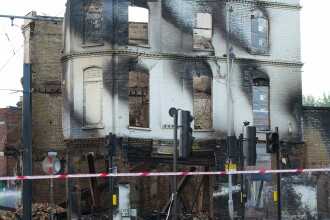 Violentele din Marea Britanie provoaca pierderi de peste 100 de milioane de euro