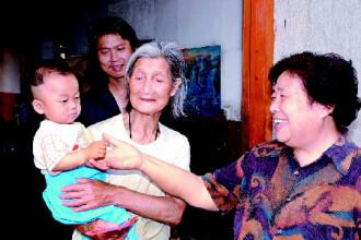Povestea impresionanta a femeii care a salvat peste 30 de copii abandonati pe strazile Chinei