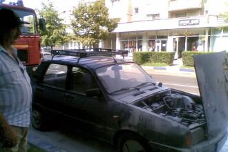 O masina a luat foc in trafic. Soferul a tras imediat pe dreapta si a reusit sa sara din autoturism