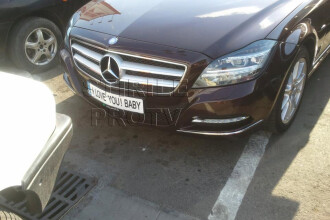 Ce numar de inmatriculare are acest Mercedes.