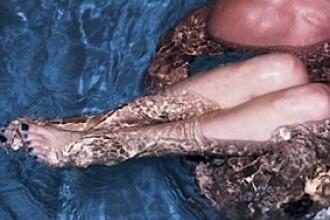 FOTO. O celebra cantareata s-a pozat goala in piscina, alaturi de iubitul ei