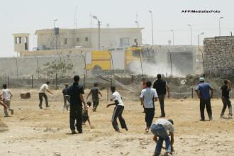 Egiptul a atacat cu elicoptere islamistii din Peninsula Sinai. Israelul s-a implicat in conflict