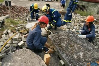 Elevii din Cluj au invatat sa salveze vieti. Nemtii i-au pregatit sa faca fata dezastrelor urbane