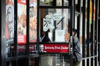 Lovitura. Tara in care KFC si Pizza Hut au inchis fast-food-urile