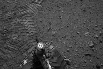 Mesajul secret lasat de Curiosity pe planeta Marte. Robotelul a scris un text folosind Codul Morse