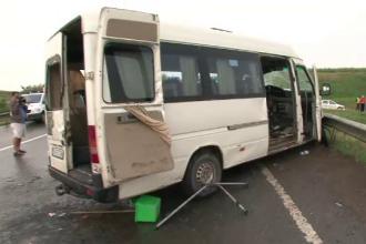Primele imagini de la accidentul din Suceava. Un microbuz, lovit de o cisterna: 1 mort, 16 raniti