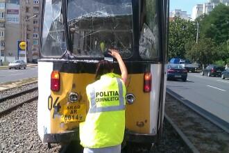 FOTO. Doua tramvaie s-au ciocnit in Arad. Un pasager si un vatman au fost raniti