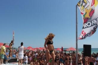 Distractie cu PRO FM pe plaja din Costinesti. Stefan Stan si Andreea Banica promit un show incendiar