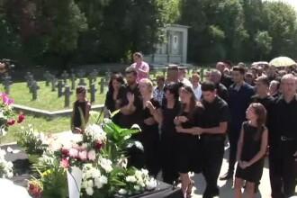 Peste o mie de oameni au participat la inmormantarea pastorului ucis la Bistrita si a baiatului sau