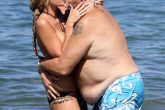 Ea are 21 de ani, el, 69. Dar pasiunea dintre ei depaseste orice obstacol. GALERIE FOTO