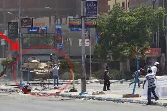 Inregistrarea VIDEO socanta a unei crime. Un protestatar neinarmat din Egipt este impuscat de armata