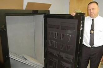 A comandat un seif de pe internet, pe care a dat 1.700 de dolari. Ce gasit in el cand l-a deschis