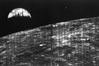 NASA a publicat prima fotografie realizata din spatiu, cu Pamantul si Luna