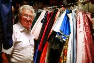 Dovada extrema de dragoste. Un barbat i-a cumparat sotiei 55.000 de rochii in 56 de ani
