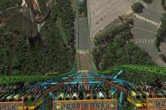 In cadere libera de la etajul 41 cu 144km/h. Imagini cu cea mai inspaimantatoare distractie din lume