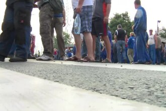 Protest inedit pe trecerea de pietoni. Angajatii termocentralei Mintia din Hunedoara, nemultumiti de noile contracte de munca