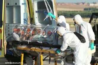 Preotul spaniol infectat cu Ebola a murit. Japonia evacueaza 24 de specialisti din Africa de Vest, din cauza epidemiei