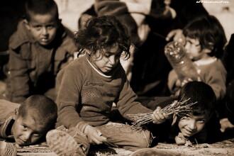Scene cutremuratoare in misiunile de salvare a refugiatilor din Irak. Copiii plang in timpul atacurilor jihadistilor. VIDEO