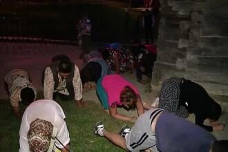 Desculti si ingenunchiati, credinciosii au petrecut noaptea in rugaciune la Manastirea Nicula. Cati pelerini sunt asteptati