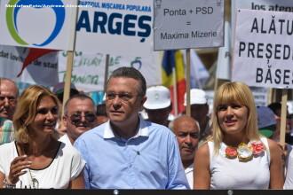 Democratia de pe internet. Membrii PMP Bihor aleg pe Facebook candidatul la Presedintie, intre Diaconescu si Udrea