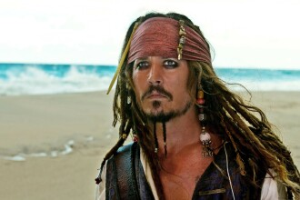 Johnny Depp s-a ranit in timp ce se afla la filmarile pentru Piratii din Caraibe 5. Actorul vine in SUA pentru operatie