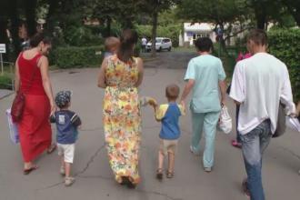 Cei patru copii abandonati in Timisoara au fost externati. Medicii i-au tratat pentru ca aveau paduchi si viermi intestinali