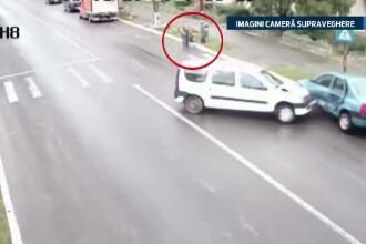 Accident filmat in Dambovita. O femeie a fost la o secunda distanta de a fi lovita de o masina scapata de sub control