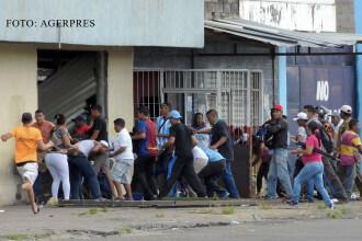 Haos in Venezuela din cauza lipsei banilor cash. Oamenii iau cu asalt magazinele, iar jafurile sunt la ordinea zilei