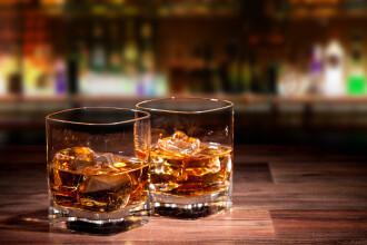 Mii de sticle cu bauturi contrafacute, in China, si doi barbati arestati. Ce substanta era amestecata in alcool