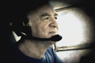 Pilotul avionului prabusit sambata la Braila, inmormantat cu onoruri militare. Ce spun fostii lui colegi despre accident