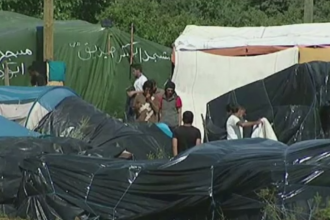 Franta si Marea Britanie au cerut ajutorul UE pentru o solutie privind valul de imigranti. Tensiunile continua la Calais