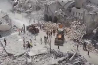 Cel putin 31 de morti si 60 de raniti dupa ce un avion militar s-a prabusit in centrul unui oras din Siria. VIDEO